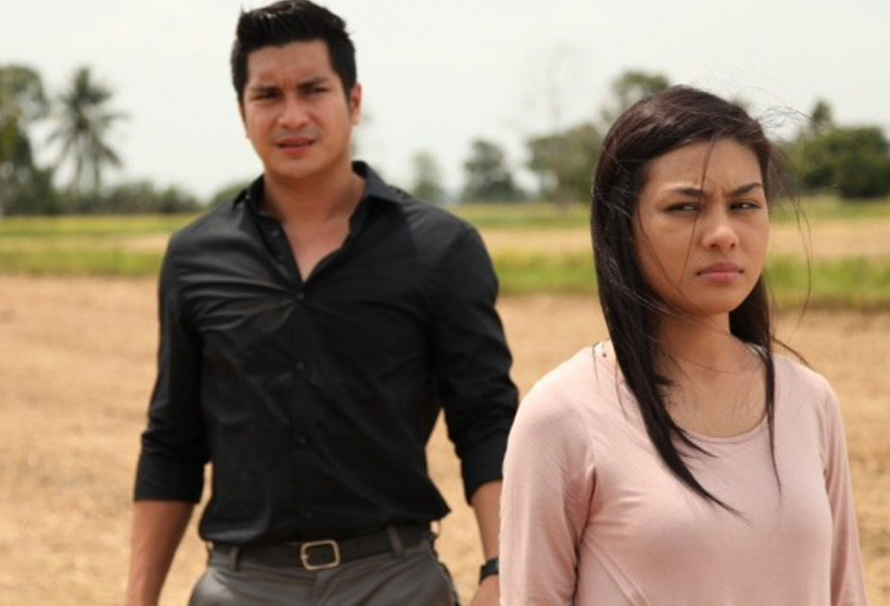 Keith Foo and Nur Risteena star in 'Girlfriend Kontrak'. — Pictures by Cinema Online
