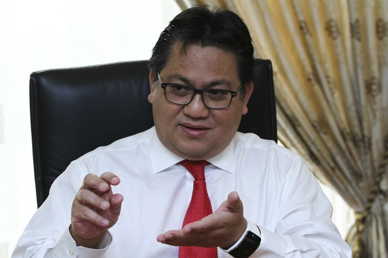 Deputy Home Minister Datuk Nur Jazlan Mohamed said that the proposal is an amendment to the CMA, which is to compel all online media practitioners to register with the MCMC if they want to operate.― Picture by Yusof Mat Isa