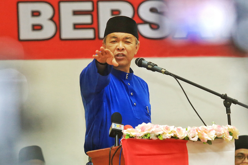 Deputy prime minister Datuk Seri Ahmad Zahid Hamidi, August 16, 2015. — Picture by Saw Siow Feng