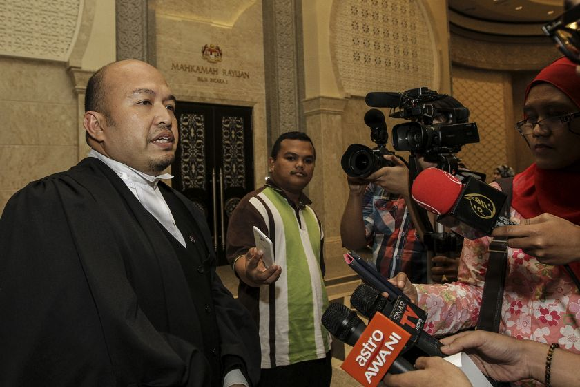 Lawyer for the Attorney-General Shamsul Bolhassan speaks to reporters at the Palace of Justice, Putrajaya, August 13, 2015. — Picture by Yusof Mat Isa