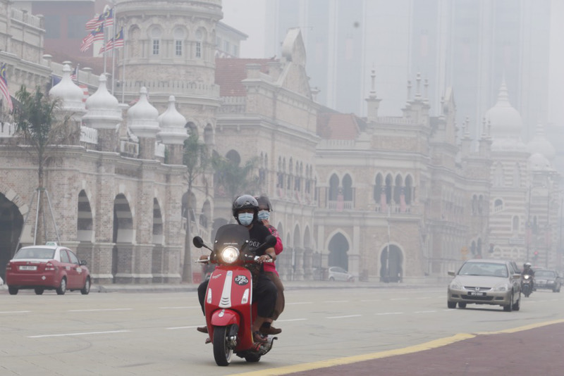 Natural Resources and Environment Minister Datuk Seri Dr Wan Junaidi Tuanku Jaafar believed that the haze would not be so serious this year as Indonesia faced a lot of pressure from Malaysia and Singapore. — Picture by Choo Choy May