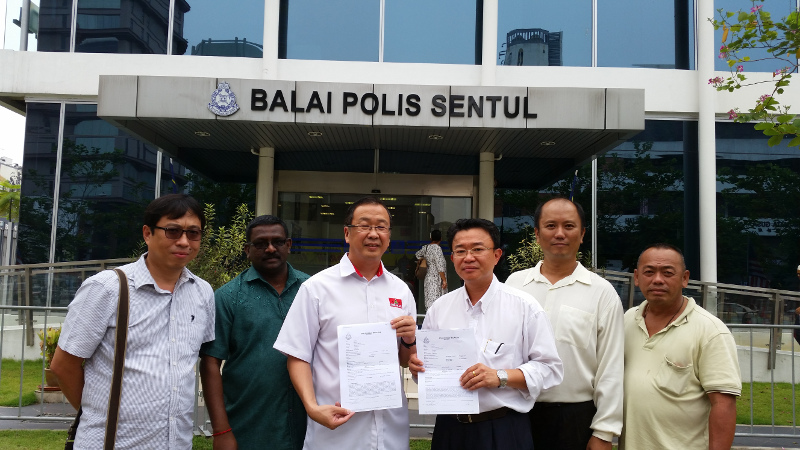 Gerakan vice-president Datuk Dominic Lau (third left) lodges a police report September 17, 2015 over alleged 'racist' and 'seditious' banners seen during the #Merah169 rally, — Picture by Ida Lim