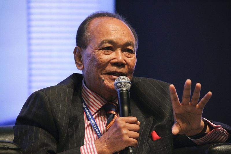Chairman of Anti-Corruption Advisory Board Tunku Abdul Aziz Tunku Ibrahim advises Putrajaya against appointing politicians to head government-linked companies. — Picture by Yusof Mat Isa