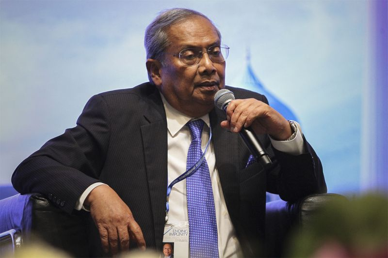 Tan Sri Adenan Satem says it is a practical and logical step to have English as the official language of the Sarawak state administration, apart from Bahasa Malaysia. ― File pic