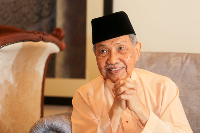 Datuk Baharuddin recalls his younger days growing up in Kuala Selangor and studying in England.
