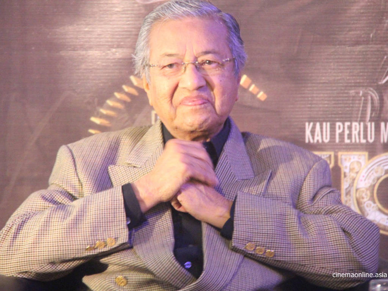 According to Tun Dr Mahathir Mohamad (pic), if countries like Switzerland, Britain, America find Najib doing any money laundering activities, they can ask Interpol to arrest him if he goes overseas. ― File pic
