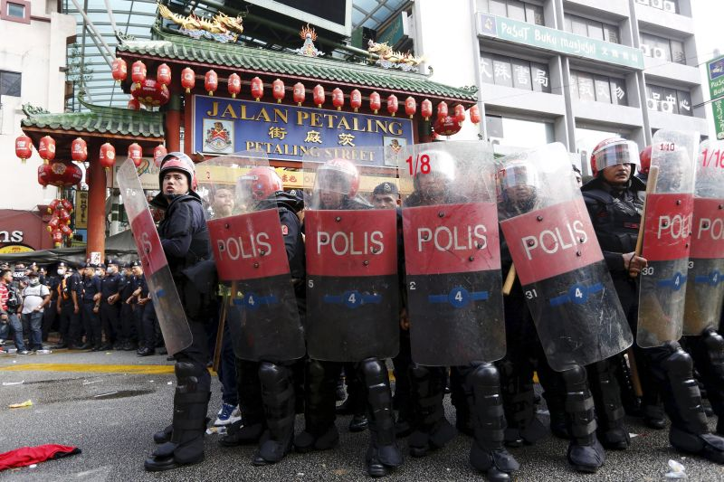 Riot police protect the entrance to Chinatown from 'Red Shirt' demonstrators during a rally in Kuala Lumpur on September 16, 2015. ― Reuters pic