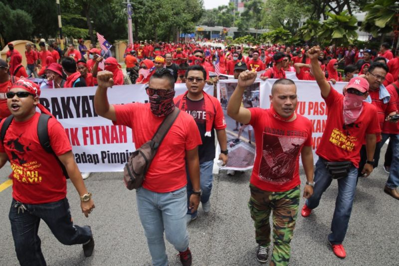 The secretary of the rally organiser said red shirts protestors will march from Spectrum Shopping Mall to the Umno Ampang division's building on October 18. File picture shows protesters marching into Padang Merbok on Sep 16, 2015. ― Picture by Choo Choy May