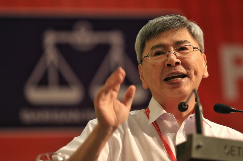Gerakan president Datuk Mah Siew Keong speaking during the party's 44th National Delegates Conference at the Setia Convention Centre, Shah Alam, Oct 18, 2015. — Picture by Saw Siow Feng