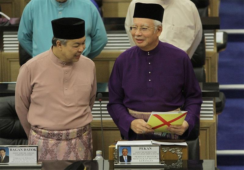 Prime Minister Datuk Seri Najib Tun Razak (right) chats with Deputy Prime Minister Datuk Seri Ahmad Zahid Hamidi before tabling the 2016 budget at Parliament in Kuala Lumpur, October 23, 2015. — Picture by Yusof Mat Isa