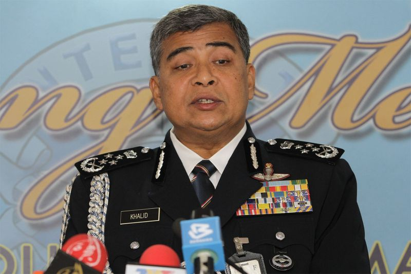 IGP Tan Sri Khalid Abu Bakar said action against motorists who ignore VIP motorcade could be taken under the Police Act 1967 and it was also an offence to obstruct public servants from performing their duty. ― Picture by Yusof Mat Isa