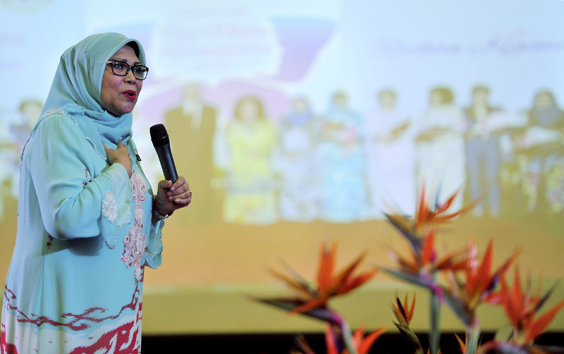 Minister of Women, Family and Community Development Minister Datuk Rohani Abdul Karim delivering a speech at the 'Let's Get Together' event in Kuching, October 5, 2015. — Bernama pic