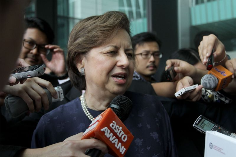 Tan Sri Dr Zeti Akhtar Aziz says Bank Negara Malaysia has not been able to communicate directly with the two wanted 1MDB executives for its investigation. ― File pic
