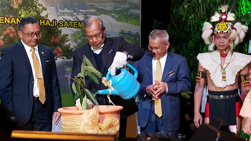 Chief Minister Tan Sri Adenan Satem pouring water on an 'Integrity Tree' which he has just planted in conjunction with SEDC Integrity Day. Seen looking on are SEDC general manager Soedirman Aini (left) and SEDC chairman Datuk Talib Zulpilip on Nov 4, 2015. — Picture by Sulok Tawie