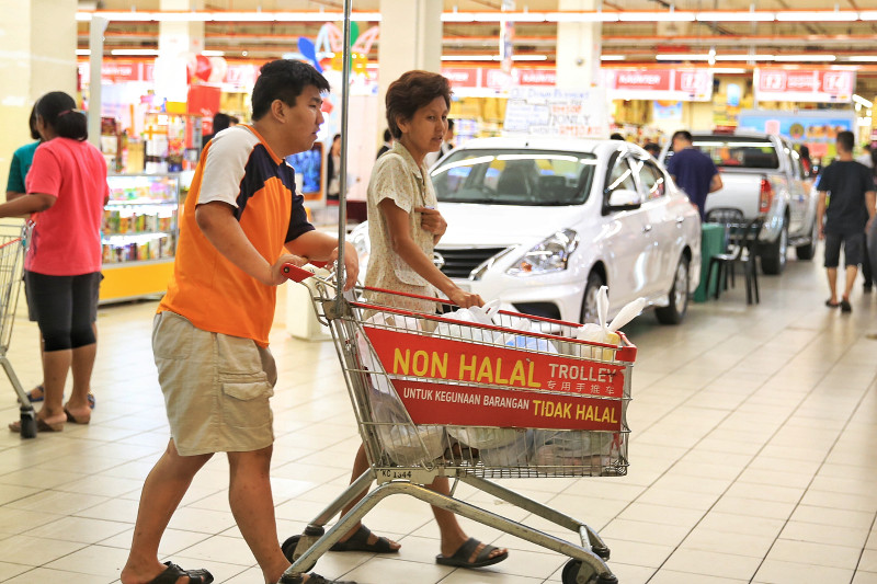 Domestic Trade, Co-operatives and Consumerism Minister Datuk Hamzah Zainuddin said his ministry was considering imposing new laws to segregate trolleys at supermarkets nationwide. — Picture by Saw Siow Feng
