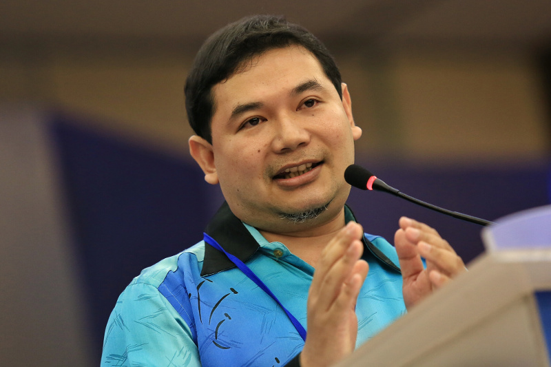 PKR Secretary general Rafizi Ramli claims Malaysia is losing revenue by not imposing an export duty on bauxite. — File pic