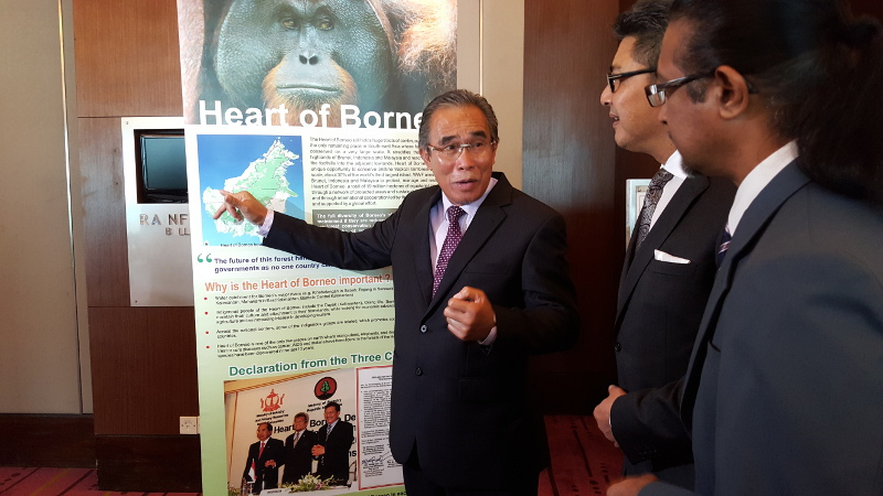 Datuk Len Talif Salleh (left) talking about the Heart of Borneo (HoB) to Datuk Sudarsono Othman and executive director/chief executive officer WWF-Malaysia Datuk Dr Dino Sharma. — Picture by Sulok Tawie