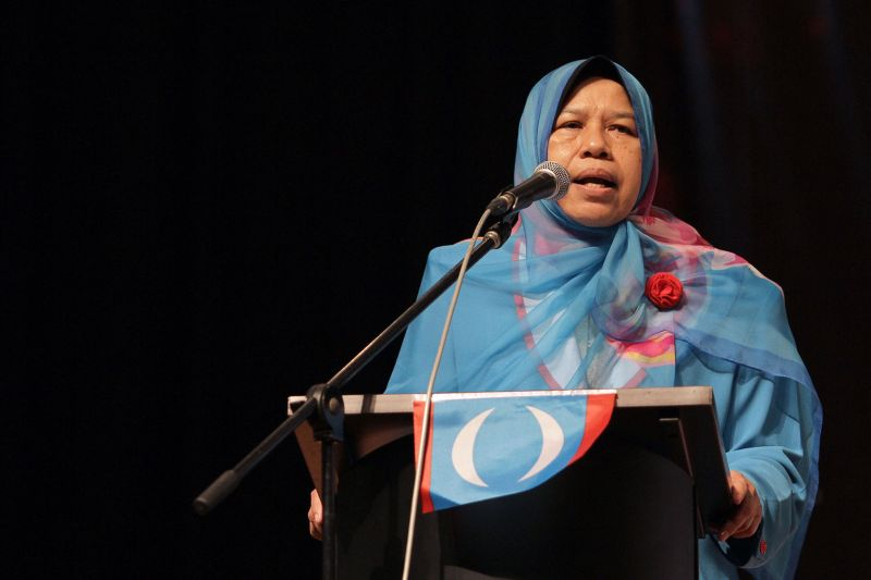 Zuraida Kamaruddin announced her resignation during her policy speech at the PKR Wanita congress here today. ― Picture by Yusof Mat Isa