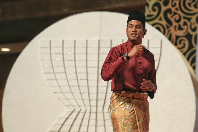 File photo of Khairy Jamaluddin speaking at the Asean Young Leaders Summit at PWTC in Kuala Lumpur, November 18, 2015. ― Picture by Saw Siow Feng