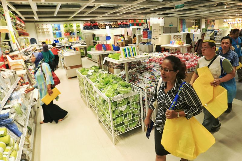People shopping at the newly-opened IKEA outlet in Cheras, November 19, 2015. ― Picture by Saw Siow Feng