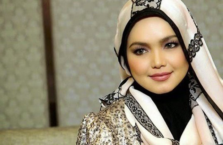 President and Founder of SimplySiti Sdn Bhd Datuk Siti Nurhaliza Tarudin said SimplySiti plans to penetrate the Indonesian market by 2017. — TheHive.Asia pic