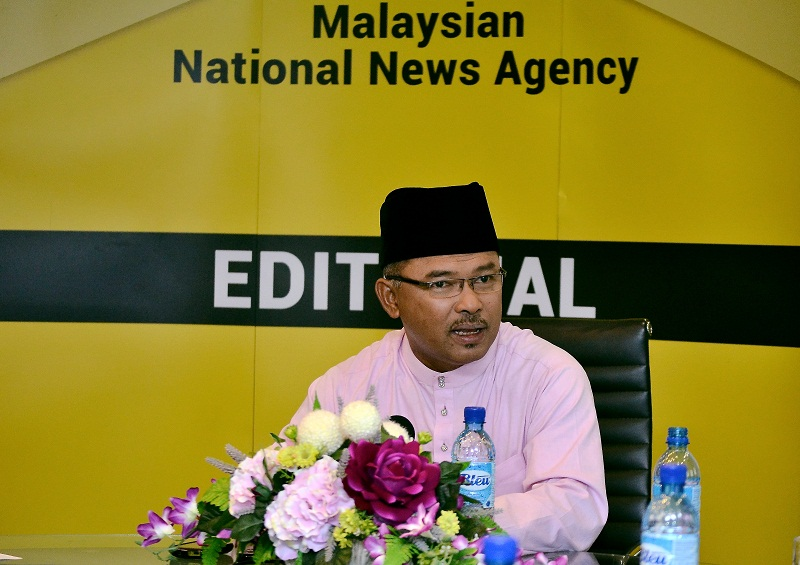 Bersih 2.0 has called upon the MACC to investigate former Melaka chief minister Datuk Seri Idris Haron for allegedly committing an election offence during the Rantau by-election. — Bernama pic