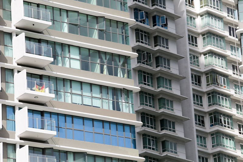 While some realtors think it is the construction nearby which has affected the prices of the condominiums here, the fact remains that some owners are willing to let go of their property at below market value.