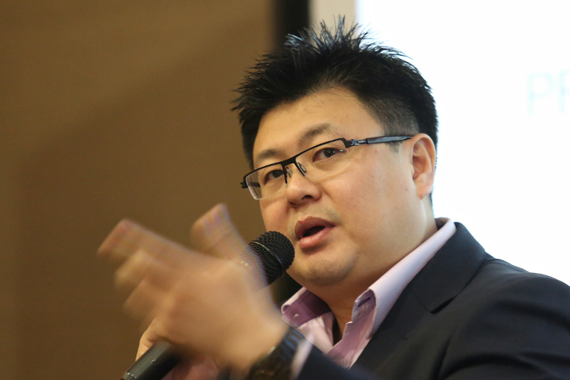Datuk Seri Vincent Tiew said against the backdrop of the Covid-19 pandemic, individuals and companies were still dealing with the issue of high unemployment rate, which was affecting the social situation. — Picture by Saw Siow Feng