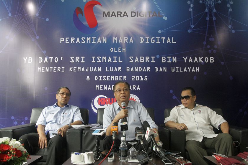 Datuk Seri Ismail Sabri Yaakob  (centre) speaks to members of the media during a press conference in Kuala Lumpur, December 8, 2015. — File pic