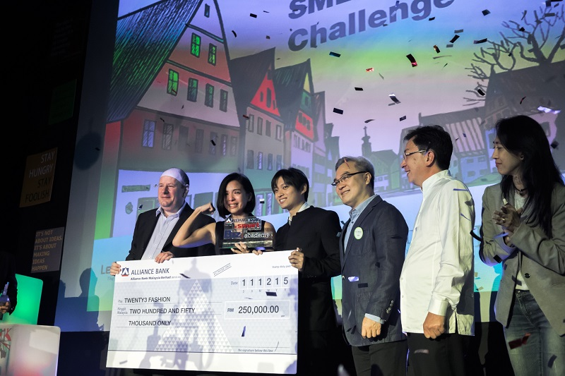 Twenty3 founder and CEO Sherlyn Tan and deputy CEO Barry Ooi (centre) flanked by Tan Sri Liew Kee Sin and other judges accepting the main prize of the Alliance Bank BizSmart SME Innovation Challenge 2015. — Picture courtesy of Twenty3