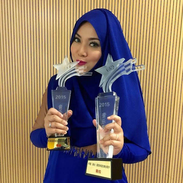 Shila with her awards from one of China's most popular pop charts, 'Music Pioneer List'.