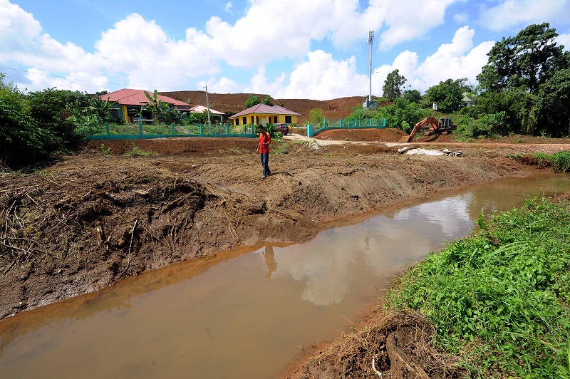 According to reports, Pahang residents had been suffering from bauxite mining pollution for over two years before the moratorium first came into effect this January. — Bernama pic