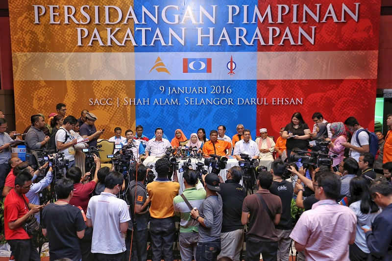 File photo of Pakatan Harapan leaders at the coalition's leadership conference in Shah Alam, January 9, 2015. — Picture by Saw Siow Feng