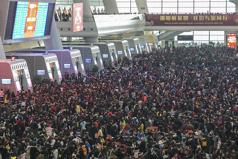 Passengers crowd at the waiting hall inside a railway station after trains were delayed due to heavy snow, during the travel rush ahead of the upcoming Spring Festival, in Hangzhou, Zhejiang province February 1, 2016. — Reuters pic