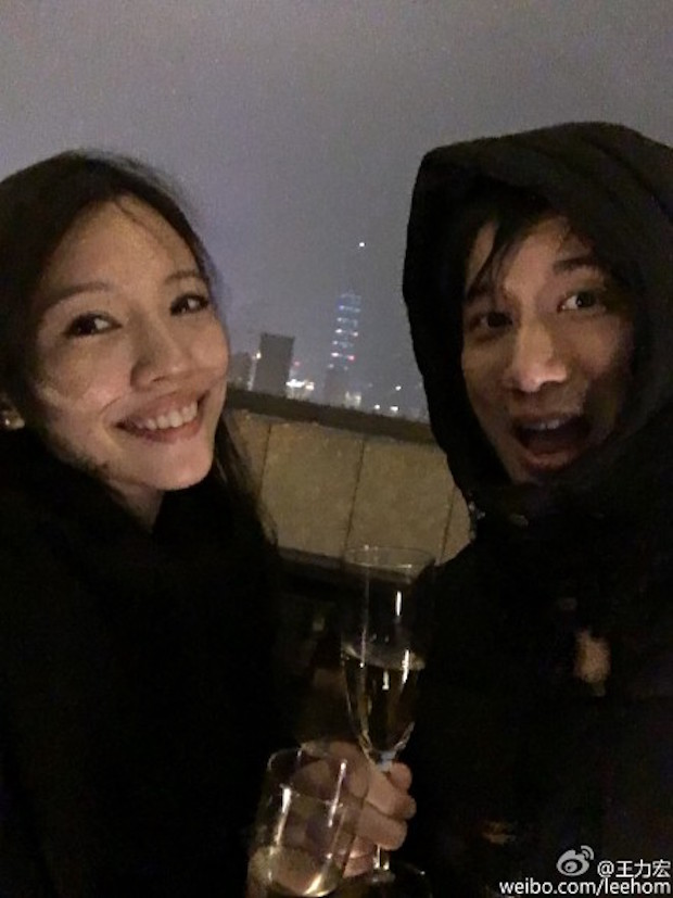 The couple confirmed the happy news in a statement released by the Taiwanese American pop star's agency yesterday. — Picture via Weibo.com/LeeHome