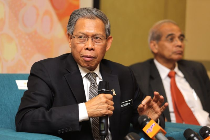 Datuk Seri Mustapa Mohamed today urged Malaysian Small and Medium (SMEs) enterprises to adopt the e-commerce platform to strengthen exports. ― Picture by Choo Choy May