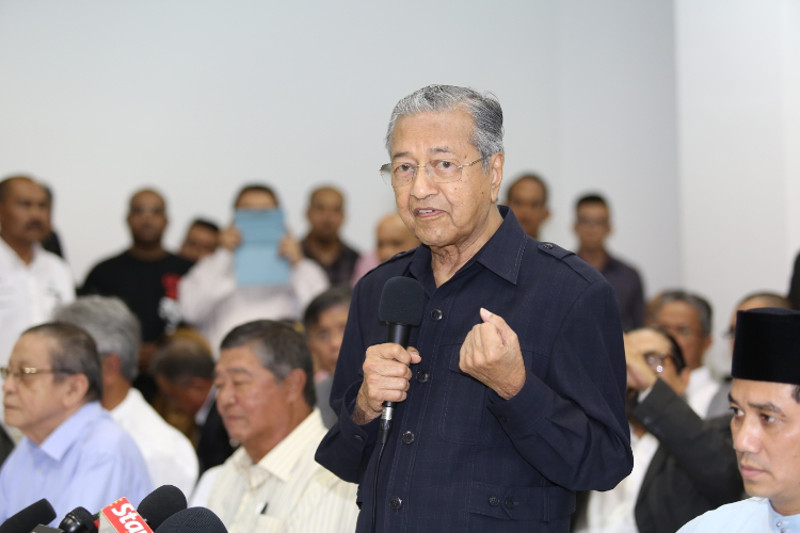 Tun Dr Mahathir Mohamad, together with politicians from both sides of the divide and civil society, launched the Citizens' Declaration on March 4 in a movement called Save Malaysia to push for Prime Minister Datuk Seri Najib Razak's resignation. — Picture by Saw Siow Feng