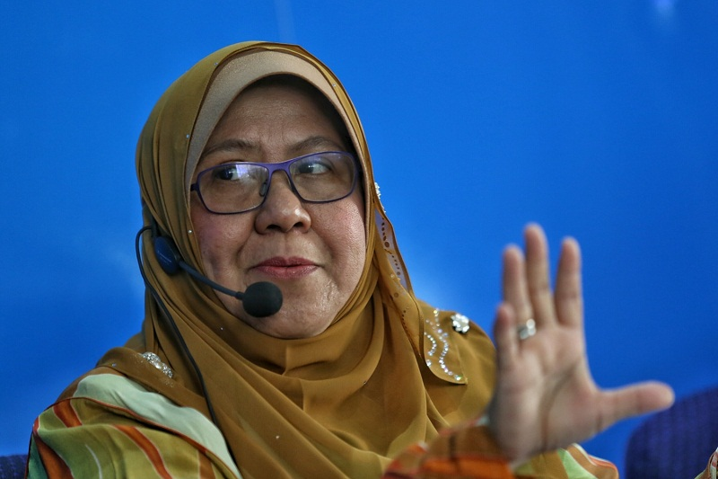 Suhakam commissioner for child affairs, Datuk Noor Aziah Mohd Awal, specifically highlighted the Sugarbook app, which has courted controversy for its compensated dating nature, which she said also had the unwanted effect of attracting minors to join the platform and use the app.  — Picture by Saw Siow Feng