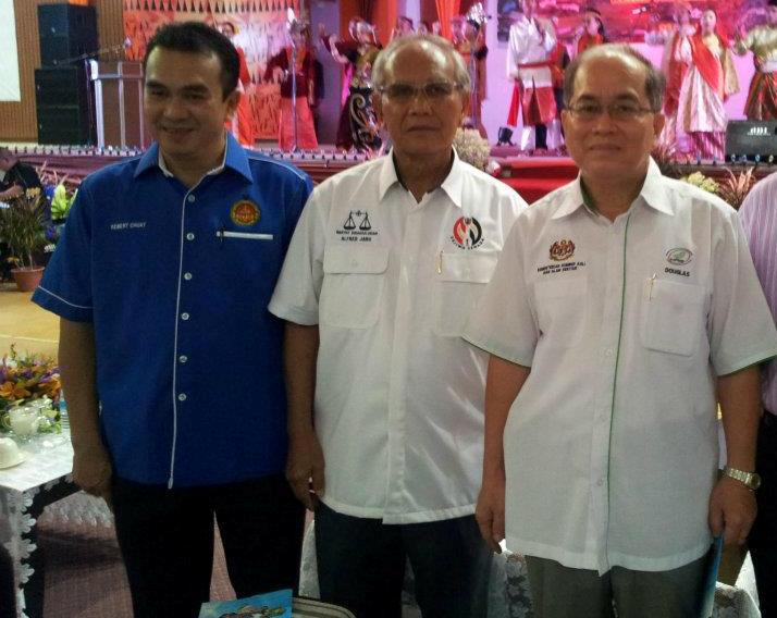Sarawak Deputy Chief Minister Tan Sri Alfred Jabu Numpang (centre) on March 21, 2016 announced his retirement from politics. Also seen in the picture are Datuk Amar Douglas Uggah (right) and Lawson Chuat.  — Picture courtesy of Douglas Ugah
