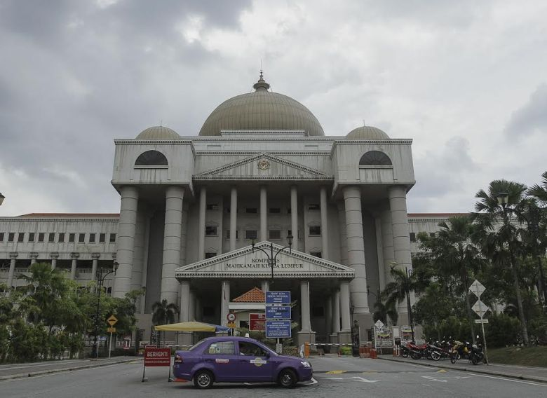 High Court judge Datuk Akhtar Tahir today allowed Hadi to strike out the lawsuit, ruling among other things that the court case was frivolous and an abuse of court process. — Foto oleh Yusof Mat Isa