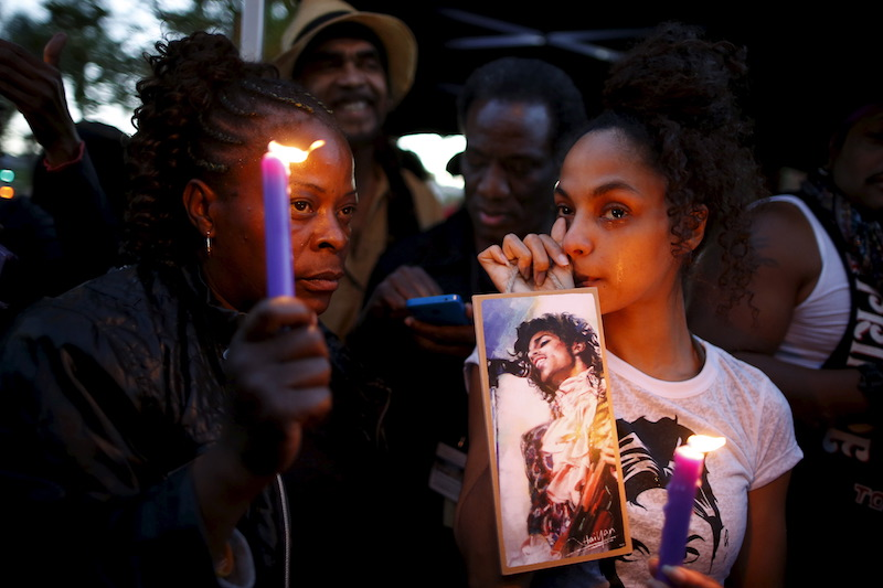Julya Baer, 30, cries at a vigil to celebrate the life and music of Prince in Los Angeles April 22, 2016. — Reuters pic