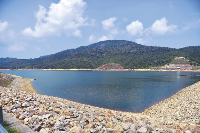 The water level in Kedah dams has dropped to 60 per cent of its capacity due to the release of water to meet the needs of the state's agricultural sector. — Picture by R. Mahgeshan
