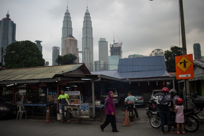 Datuk Seri Shahidan Kassim said the project would be a catalyst for tourism product growth in Kampung Baru, besides tackling other problems such as traffic congestion, traders/hawkers, and lack of cleanliness and beautification along the route. — AFP pic