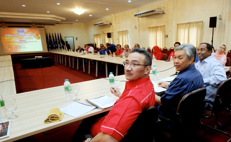 Ahmad Zahid (second from left) said the appointment was spot on and expressed confidence that Hishammuddin would be up to the task. — Bernama pic