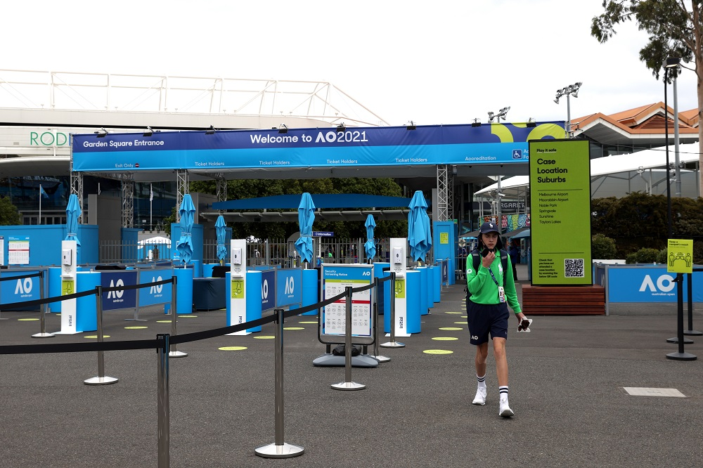 With COVID outbreak, fans banned from Australian Open for five days