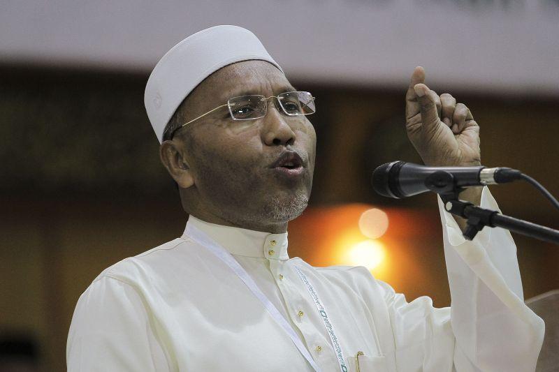 PAS vice-president Idris Ahmad speaks at the 62th PAS Muktamar in Pengkalan Chepa, Kelantan, June 3, 2016. ― Picture by Yusof Mat Isa