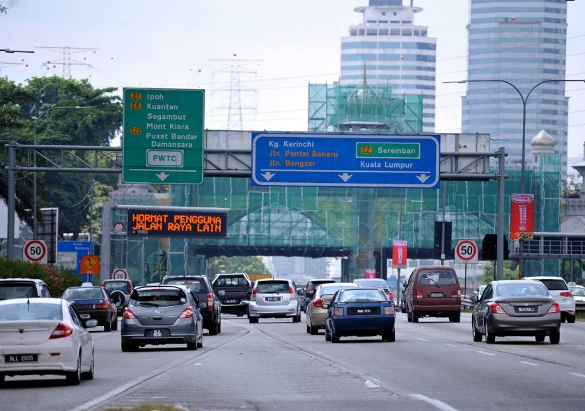 The National Transport Policy revealed that on estimate, every one in five trips taken by households nationwide is shopping related. — Bernama pic