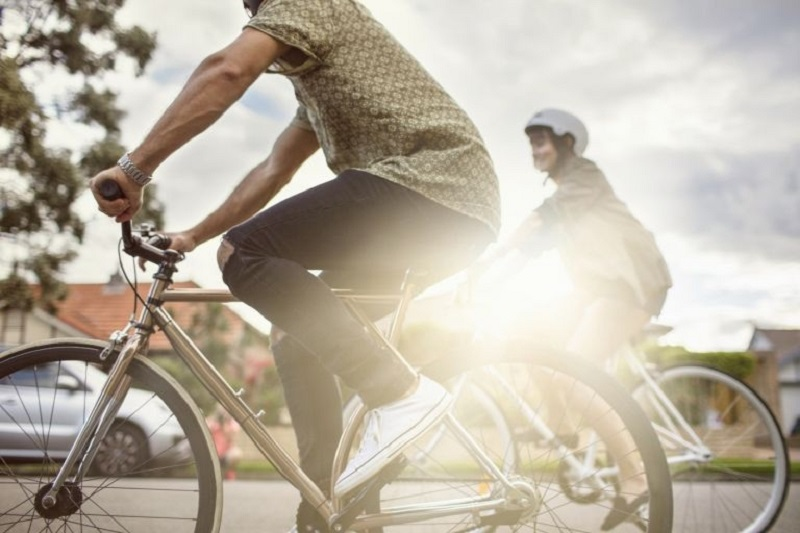 The study found that participants who commuted to work by bike had the lowest BMIs. — AFP pic