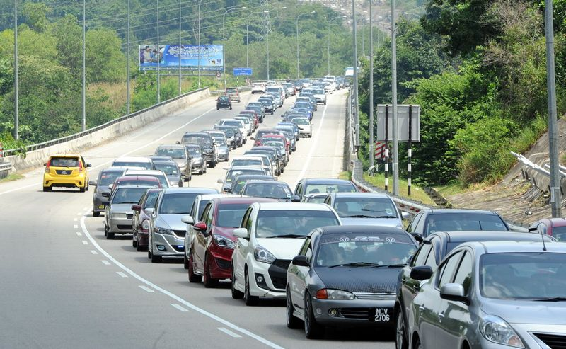 Traffic on the North-South Highway is reported to be congested from Kuala Kangsar to Simpang Pulai. — Bernama pic