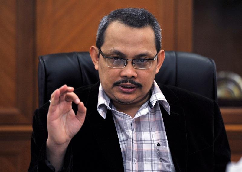 Then Malaysian Anti-Corruption Commission (MACC) Chief Commissioner Datuk Dzulkifli Ahmad speaks to Bernama at his office in Putrajaya August 13, 2016. — Bernama pic